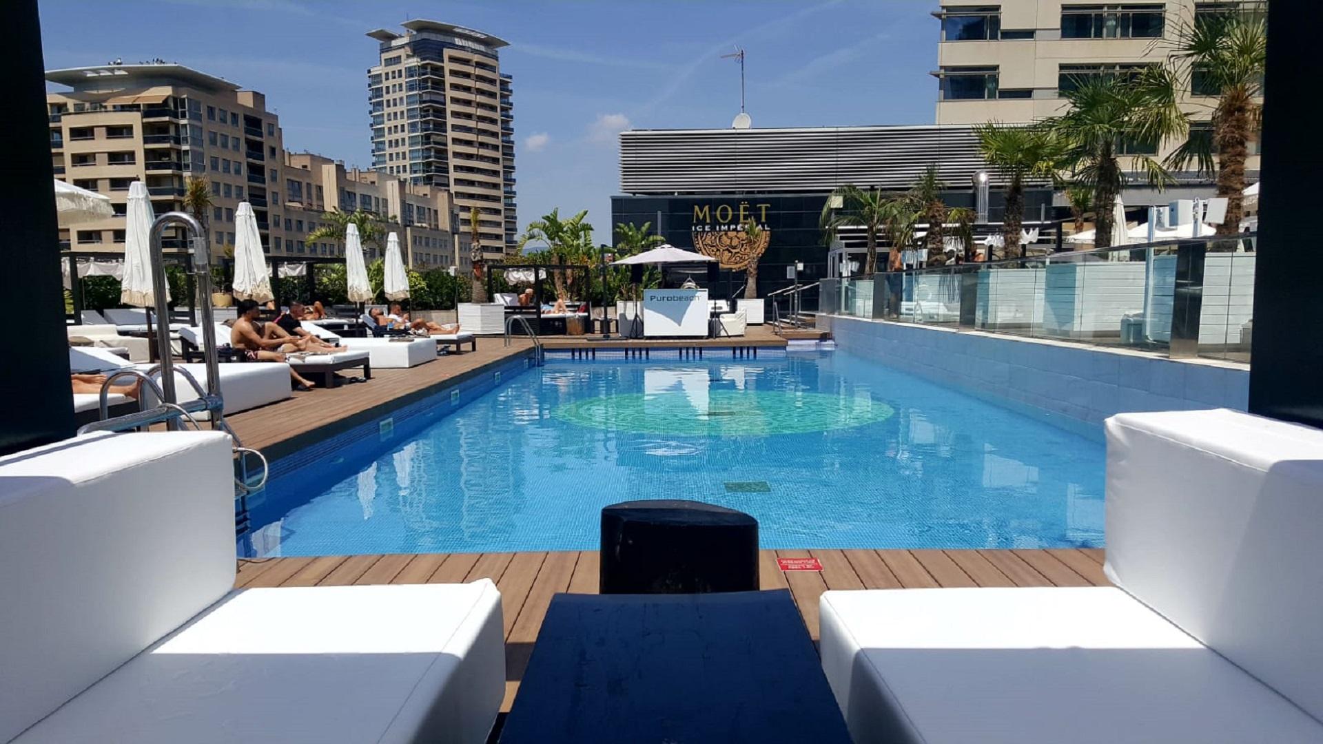 piscina terrassa hotel hilton diagonal mar
