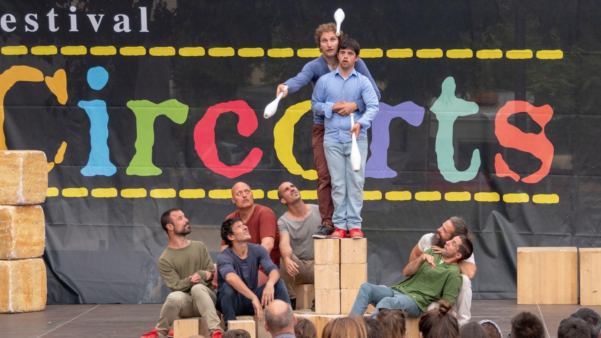 Circorts es caracteritza per ser un festival de circ emergent a l'aire lliure i amb l'inclusió i la cohesió social com a principals valors.