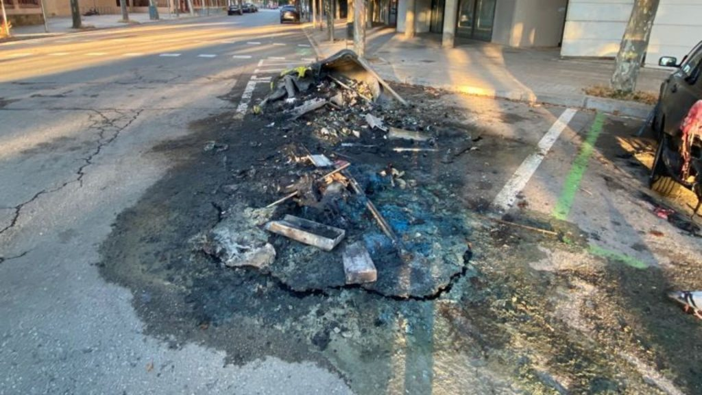 contenidor cremat vila olimpica