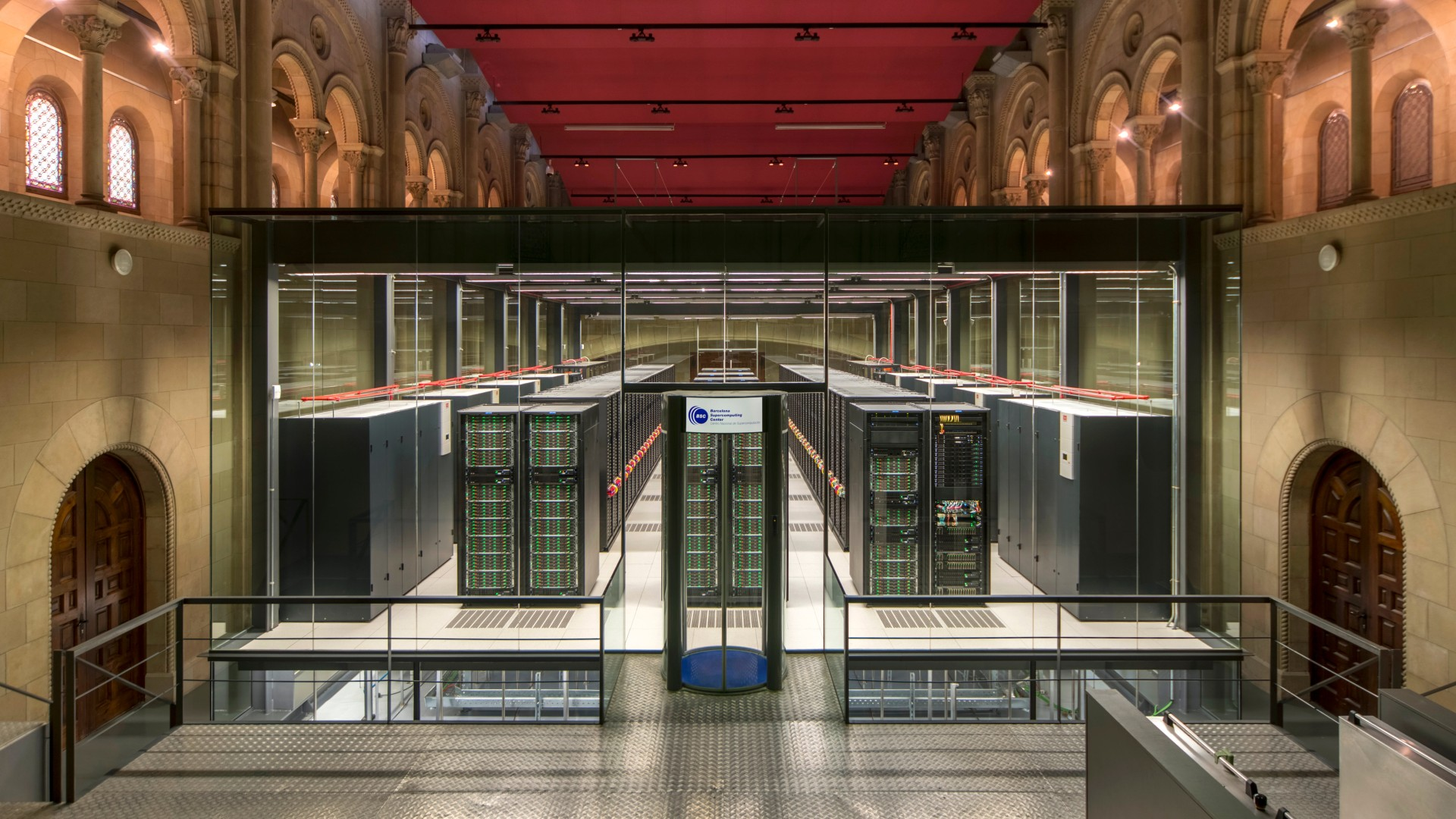Pla general del supercomputador MareNostrum 4, a la capella de Torre Girona
