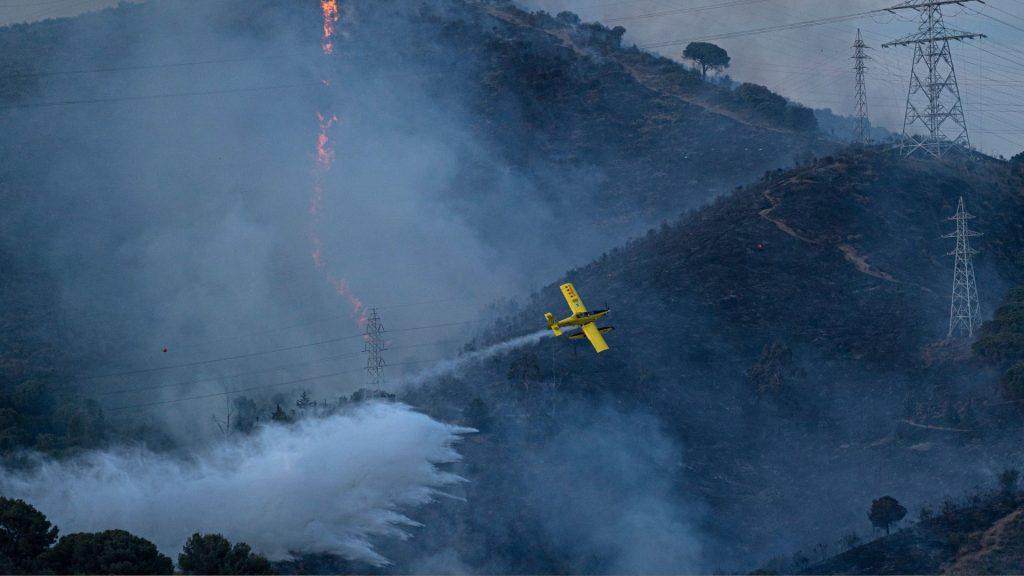hidroavió extingit l'incendi a Collserola