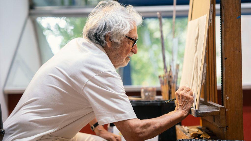 Retrats Oscar Tusquets Blanca pintant 2021