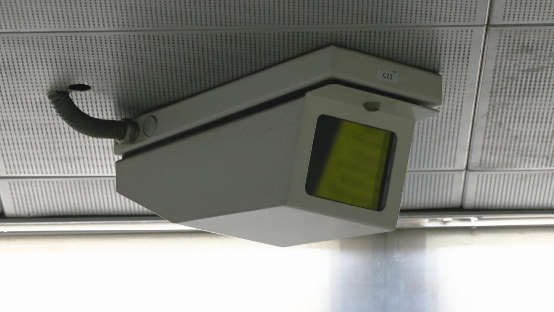 càmera de videovigilància al metro