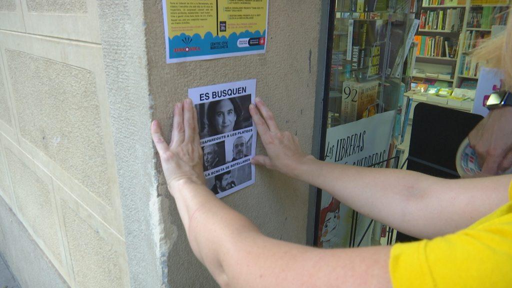 cartell contra la Colau a la Barceloneta