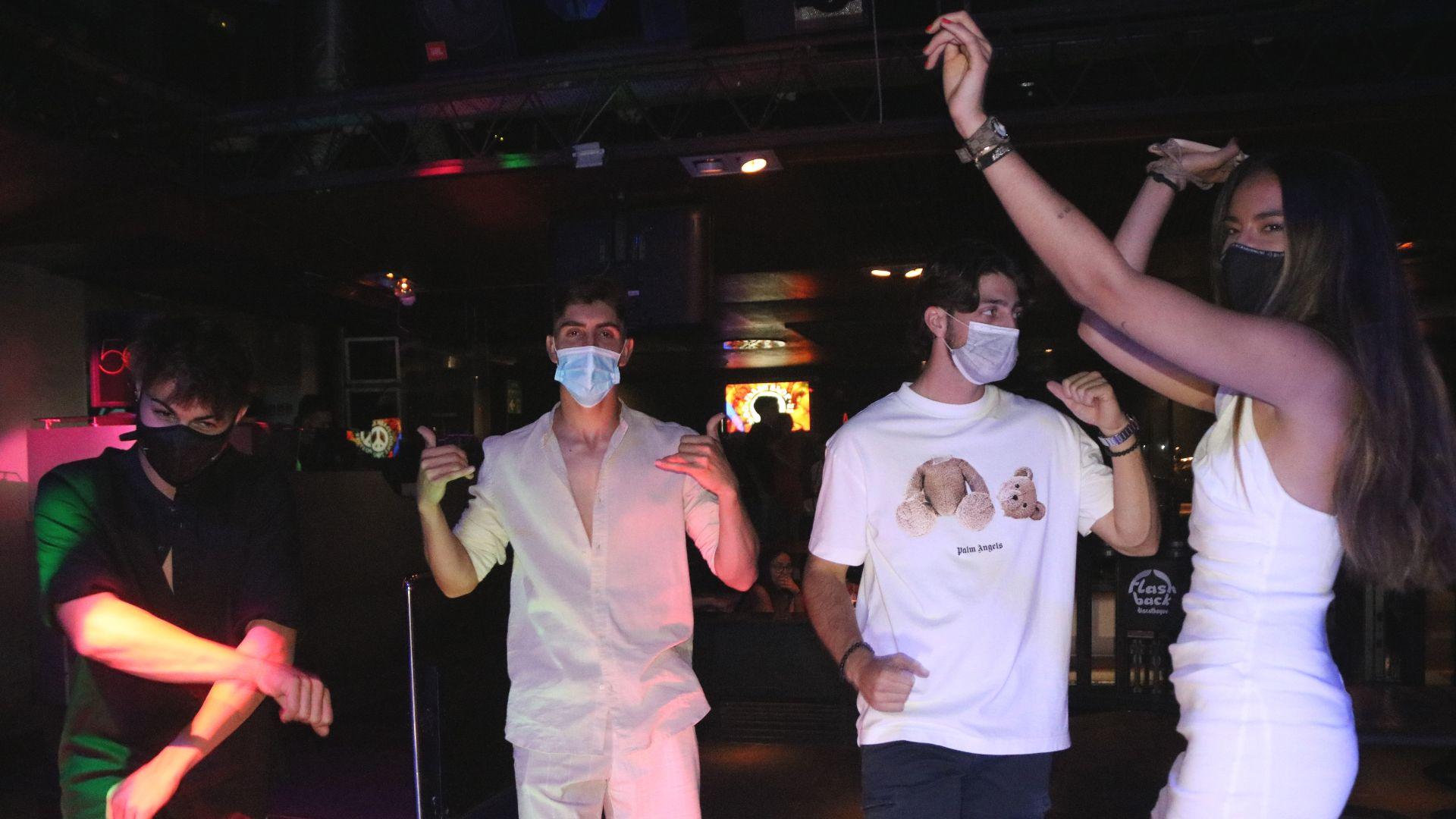 joves ballant discoteca