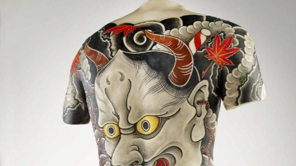 Disseny de tatuatge en una esquena masculina; Filip Leu; Suïssa; 2013 Silicona.