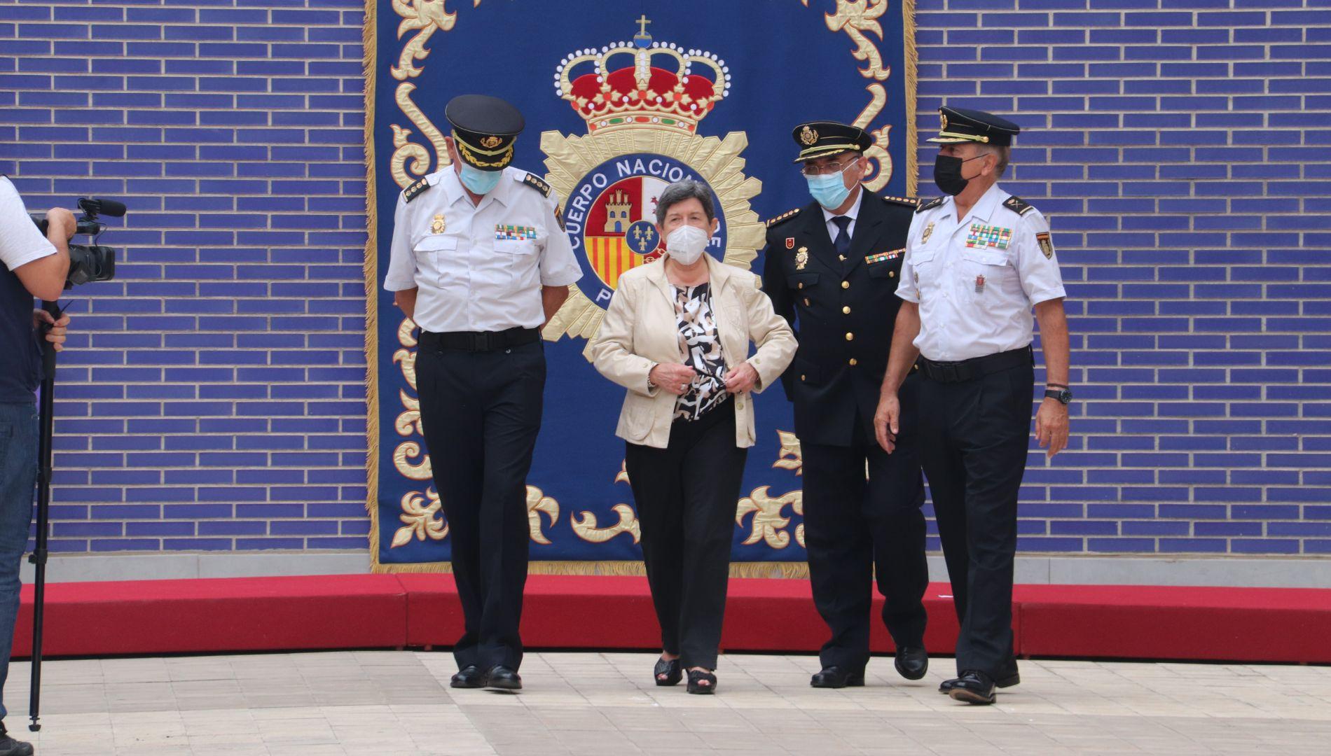 El nou comissari en cap de la Policia Nacional de Barcelona, José Dos Santos Gay i la delegada del Govern espanyol, Teresa Cunillera