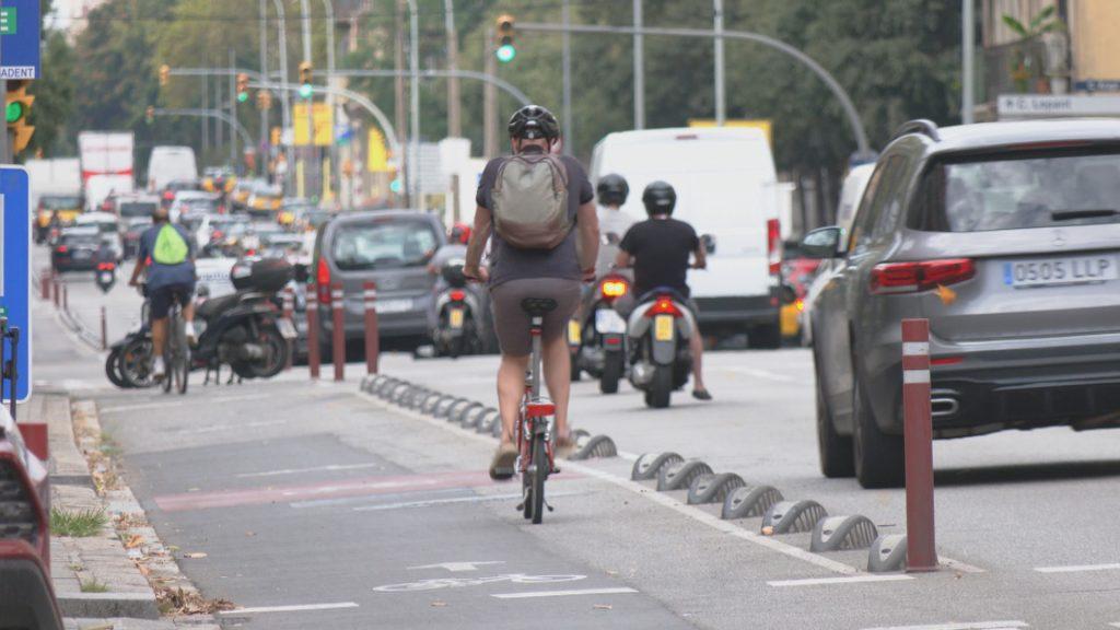 Bicicleta al carrer d'Aragó
