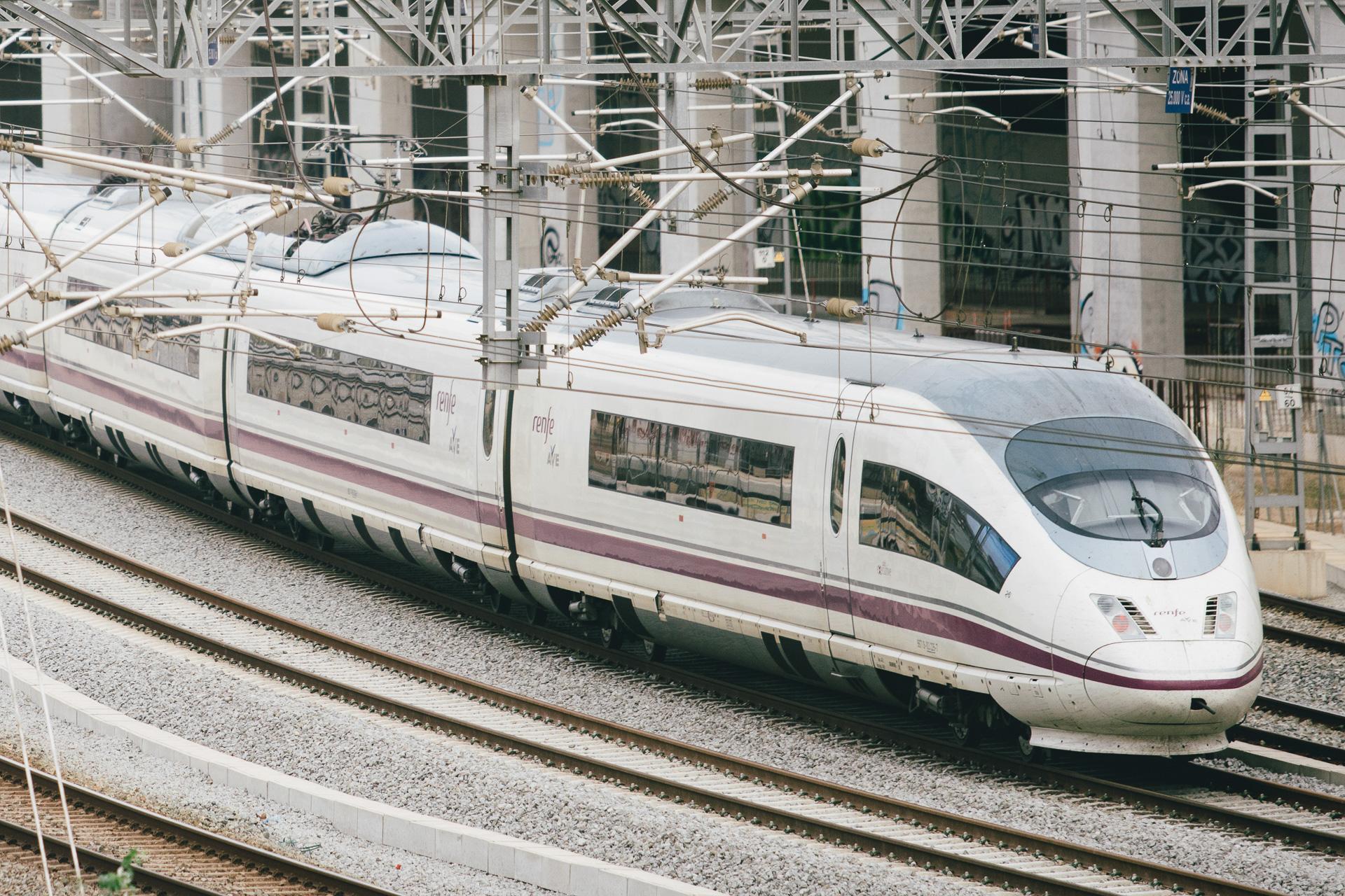Tren de mitja distància